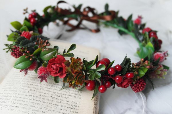 Red Woodland Berry and Foliage Crown