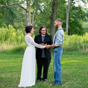 Simple outdoor park elopement