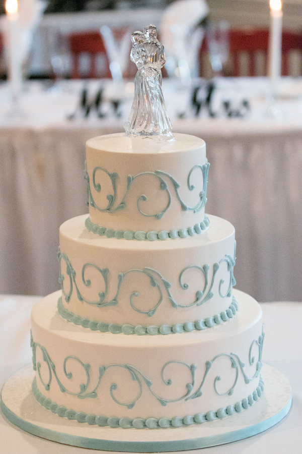 Classic white and blue wedding cake