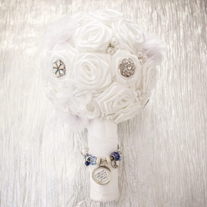 Bouquet charm on The Budget Savvy Bride