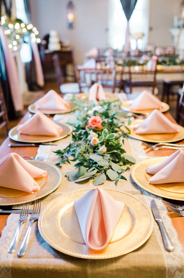 A simple but elegant table setting.