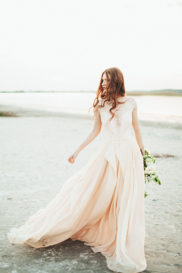 10 Gorgeous Wedding Gowns under $1K from Etsy - Aisle Society