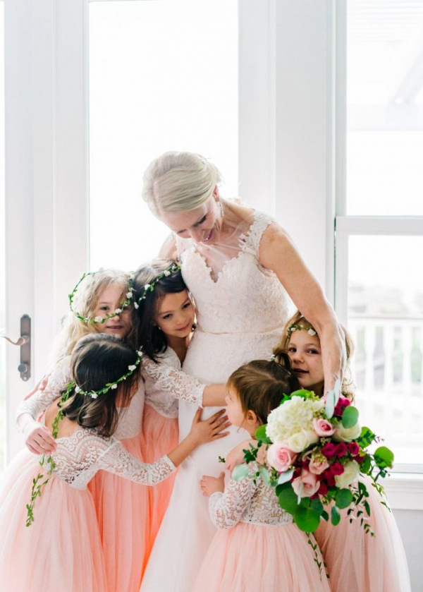 Flower girls in pink tulle dresses