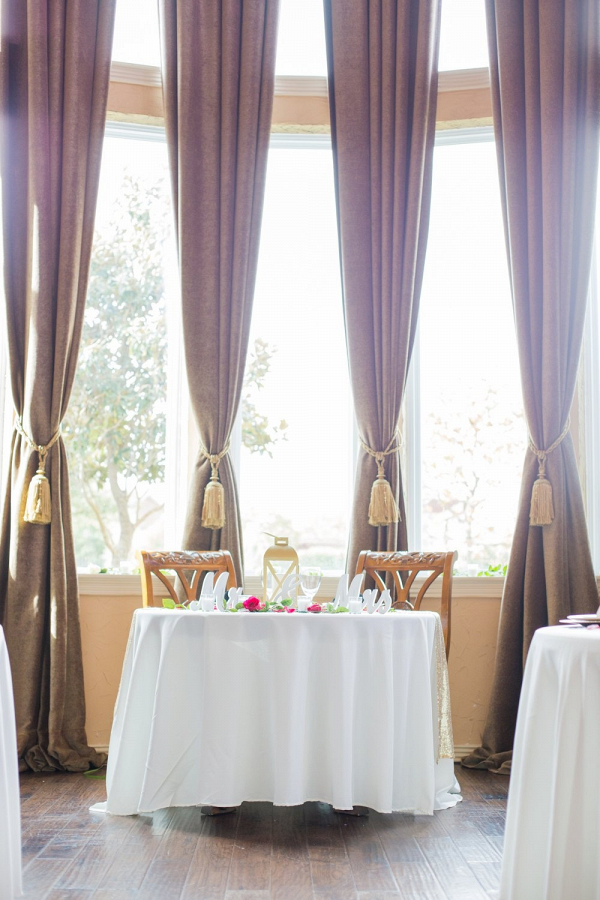 Sweetheart table with lantern centerpieces