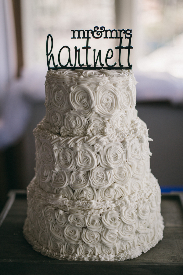 White wedding cake on The Budget Savvy Bride