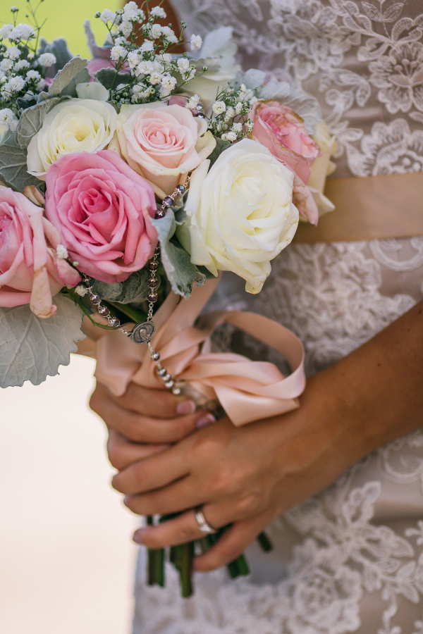 Rose bouquet on The Budget Savvy Bride