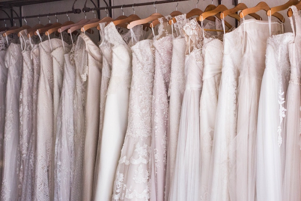 Where to buy or sell used wedding dresses online