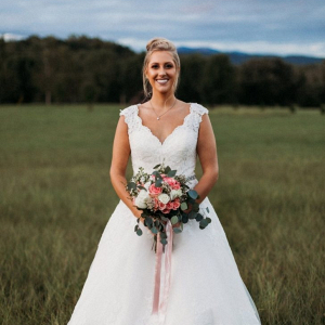 Bride with classic pink and white bouquet