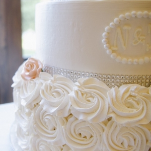 monogrammed+elegant+wedding+cake+salmon+and+white