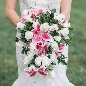 Stargazing Lily Cascade Bouquet