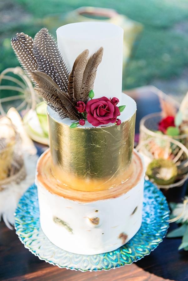 Feather on gold wedding cake