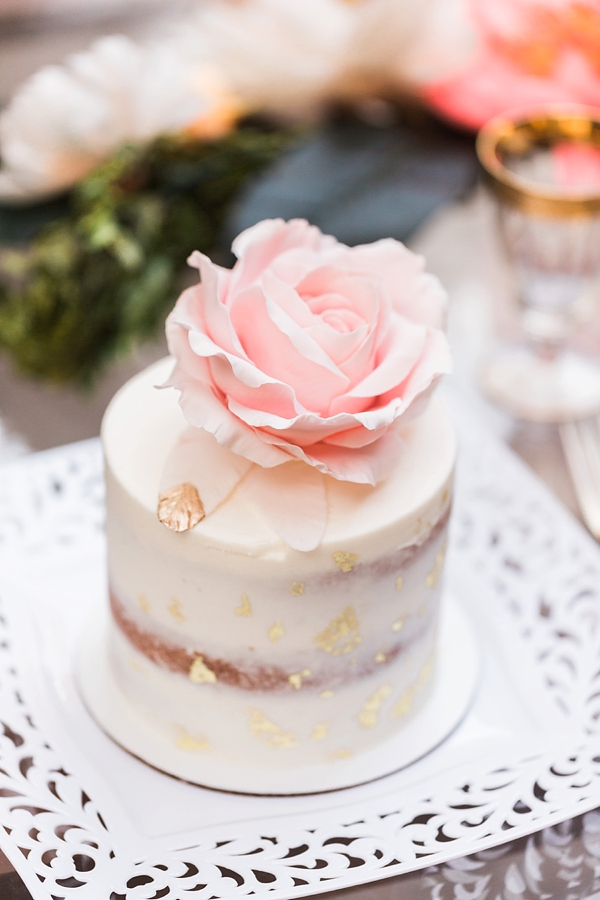 Mini cake with pink rose