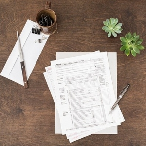 Helpful tax tips for newlyweds