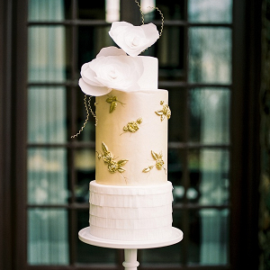 Elegant tiered wedding cake
