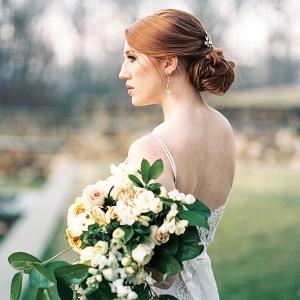 Elegant bride with bouquet
