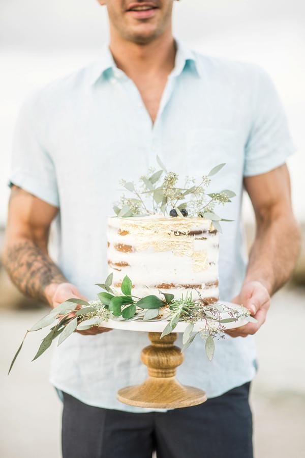 Semi naked cake for beach wedding