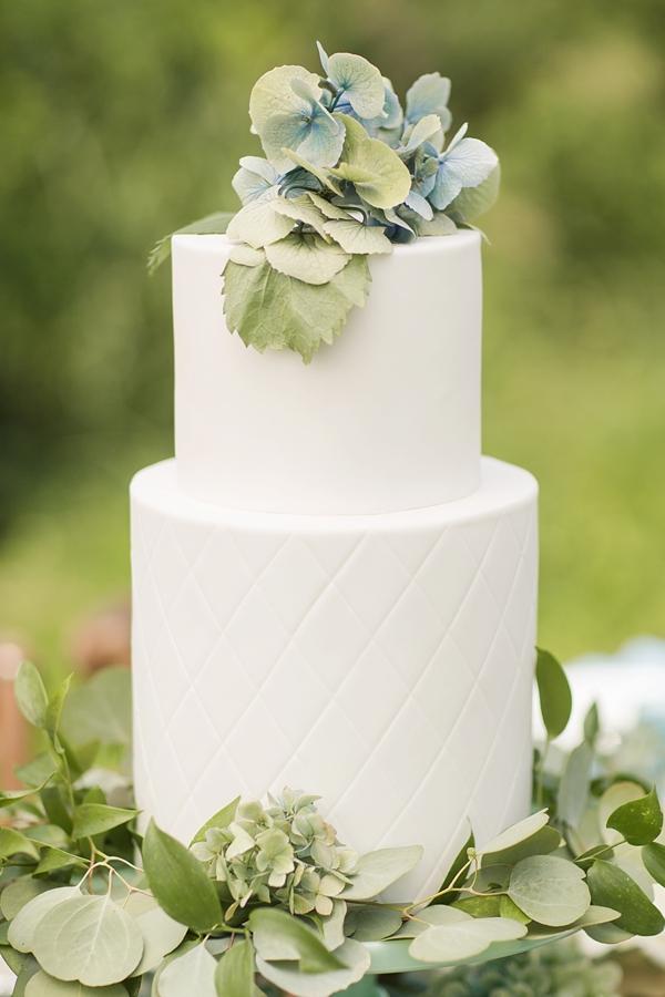 Hydrangea wedding cake