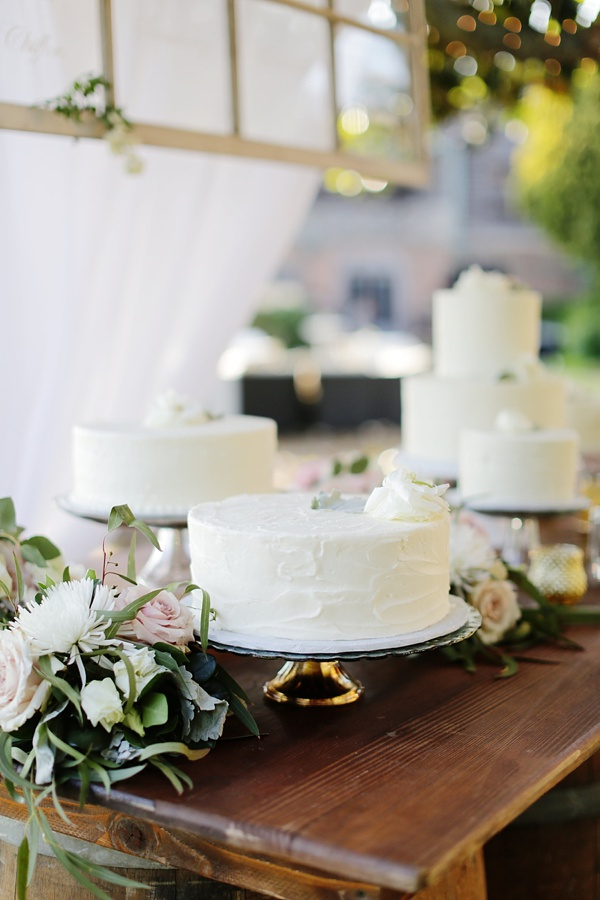 Wedding cake bar