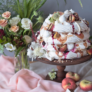 DIY Pavlova Meringue Alternative Wedding Cake