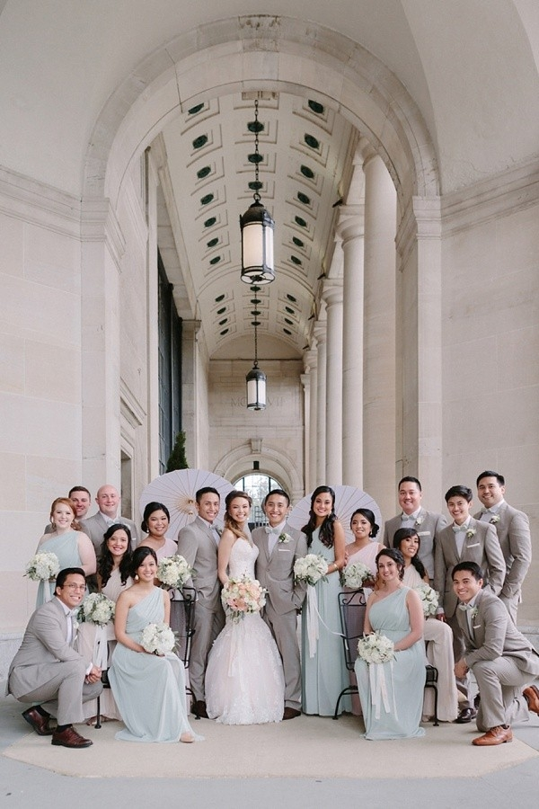 Large wedding party with bridesmaids and groomsmen