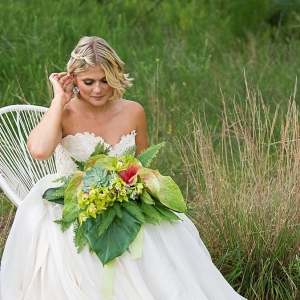 Modern tropical bride with bouquet