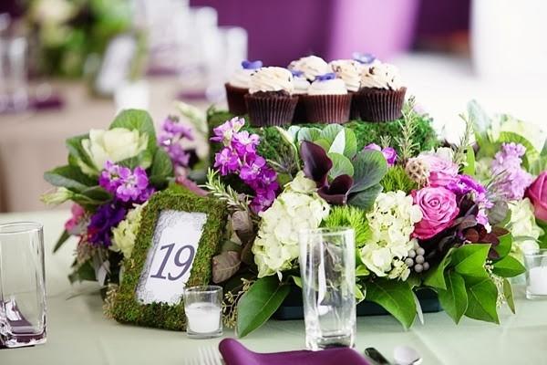 Edible centerpiece with cupcakes