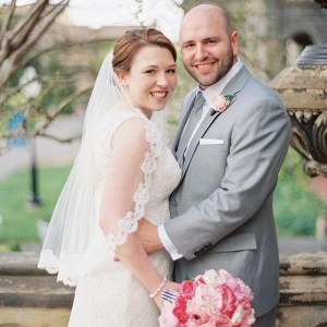 dc wedding couple portraits, pink bridal bouquet