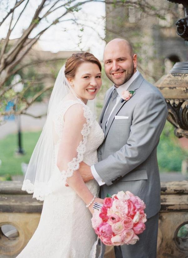 dc wedding couple portraits, pink bridal bouquet